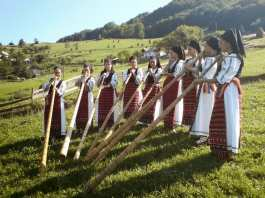 Grupul de tulnicarese Moatele din Campeni Alba tunic -2