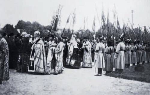 Sosirea înalților prelați la Mănăstirea Curtea de Argeș. Sursa foto Historia