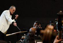 Cristian Mandeal la pupitrul Orchestrei Române de Tineret. Foto Virgil Oprina