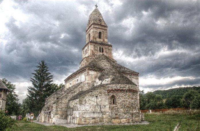 Biserica din Densuș Sursa foto Wikipedia